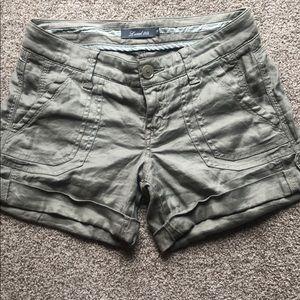 Level 99 green linen shorts